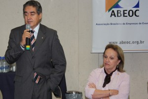 Sebastião Luiz de Mello, presidente do CFA, e Anita Pires, presidente da ABEOC (02 maio 2011)