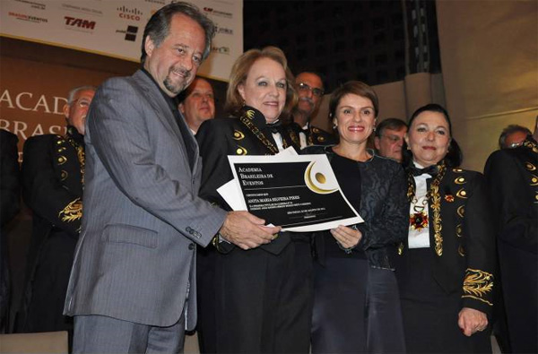 Anita Pires toma posse na Academia Brasileira de Eventos