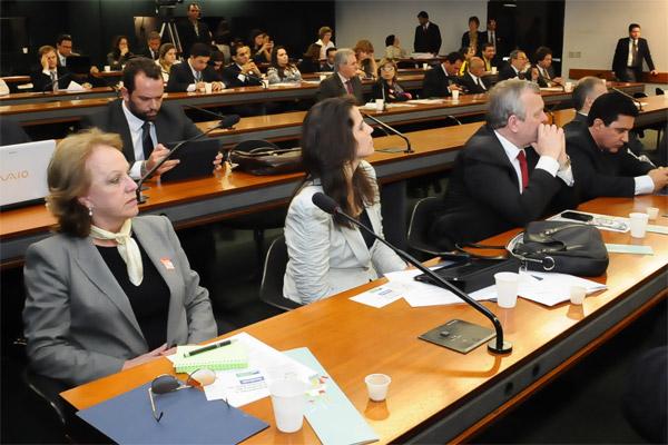 Anita Pires no plenário da Câmara, Brasilia, 27-set-2011