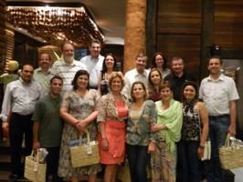 Grupo de Visitantes e autoridades em jantar de recepção
