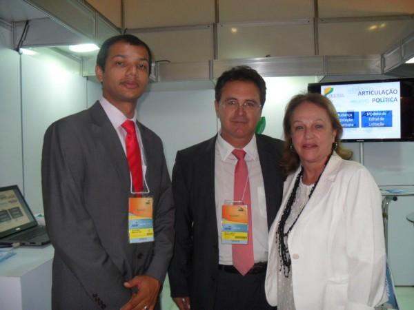 Italo Mendes e Vinicius Lummertz, do MTur, e Anita Pires, ABEOC BRASIL