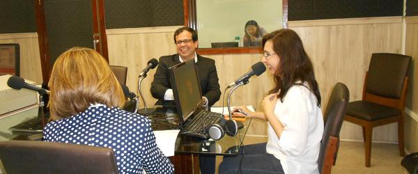 O presidente da ABEOC CE, Rafael Bezerra, é entrevistado pela radialista  Neila Fontenelle, no programa O Povo Economia da Rádio O Povo/CBN.